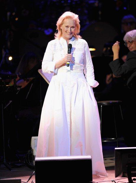 Meryl Streep sings