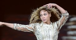 Beyonce perfomrs in Altantic City