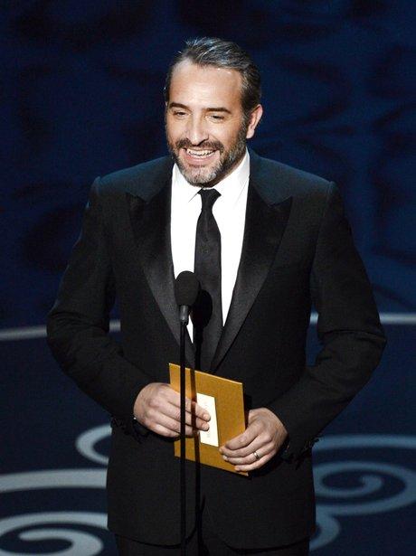 Jean dujardin presents the best leading actress award to for Jean dujardin oscar