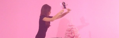 Victoria Beckham decorating a christmas tree