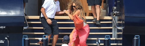 Mariah Carey taks a fall