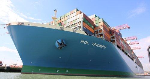 MOL Triumph huge container ship